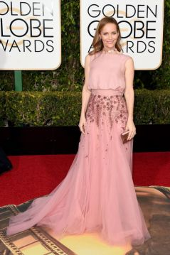 Leslie Mann In Monique Lhuillier dress and Irene Neuwirth jewelry.